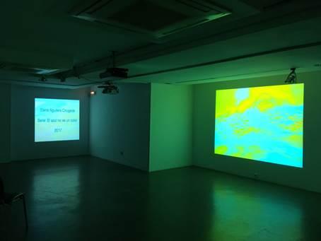 Vista de la exposición 'El azul no es un color', de Elena Aguilera. Imagen cortesía de La Llotgeta.