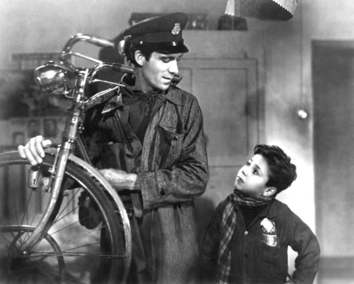 Fotograma de 'Ladrón de bicicletas', de Vittorio de Sica. Imagen cortesía de la Filmoteca de Valencia