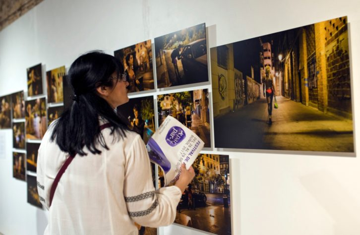 Vista de una de las exposiciones del festival De Par en Part. Fotografía de Raquel Abulaila por cortesía de la organización.