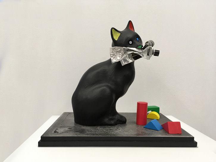 El gato de Mondrian, de Sebastián Nicolau. Imagen cortesía de Cazadoras Asociados.