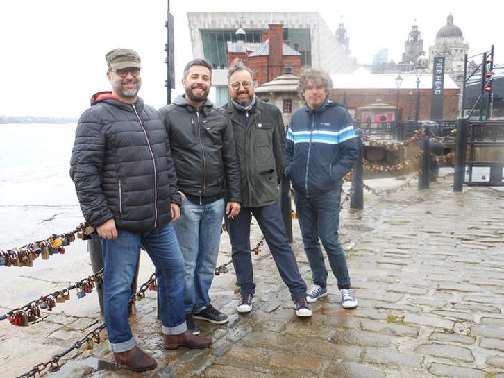 Serie B en el Albert Dock de Liverpool. Imagen cortesía de la banda valenciana.