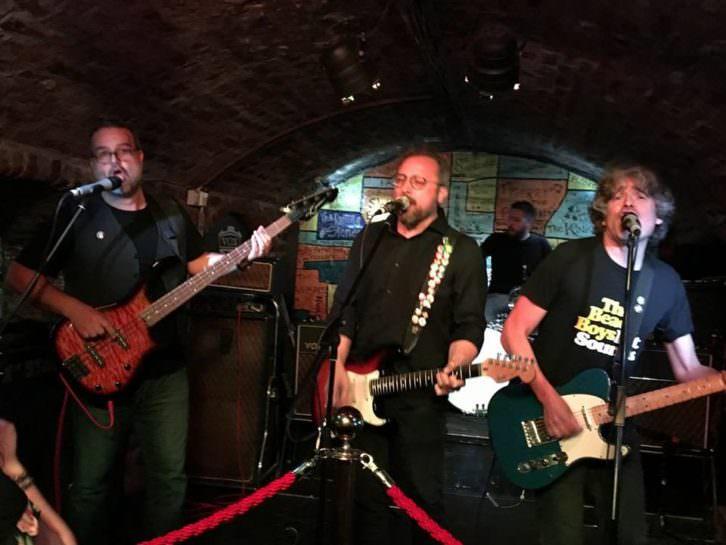 Serie B durante su concierto en el Cavern Club de Liverpool. Imagen cortesía de la banda valenciana.