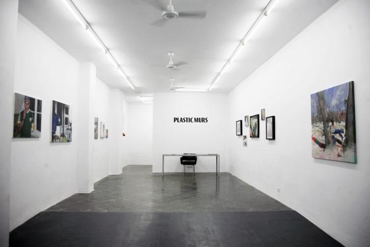 Vista de la exposición 'Lugares comunes'. Imagen cortesía de Plastic Murs.