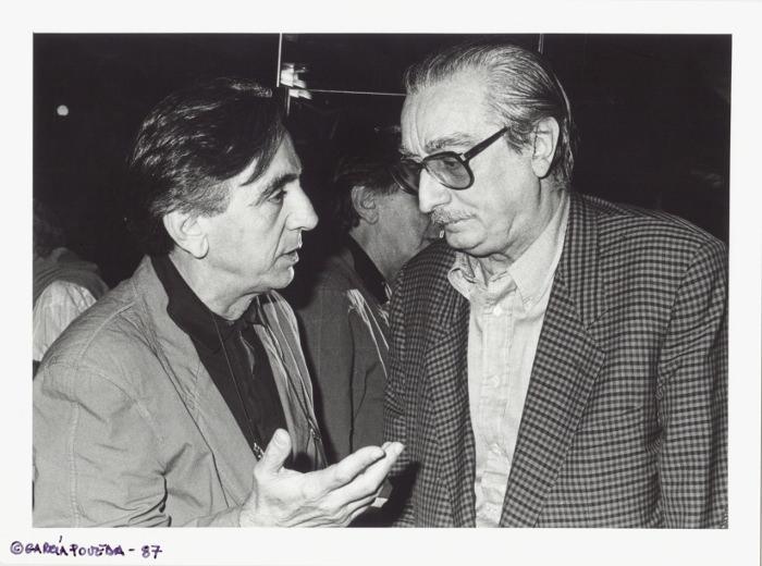 Andreu Alfaro (izquierda) y Joan Fuster. Fotografía de García Poveda por cortesía de La Nau de la Universitat de València.