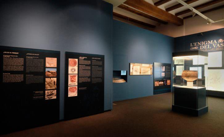 Vista de la exposición 'L'enigma del vas'. Imagen cortesía del Museo de Prehistòria.