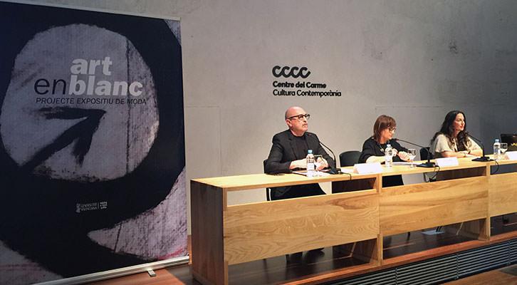 En la mesa, de izda a dcha, Joep Lozano, Carmen Amoraga y Sonia Vilar. Imagen cortesía del Centre del Carme.