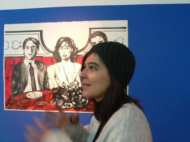 Marta Beltrán junto a una de sus obras. Fotografía de Vicente Chambó.