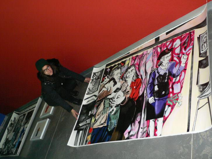Marta Beltrán durante el montaje de la exposición. Fotografía de Vicente Chambó.