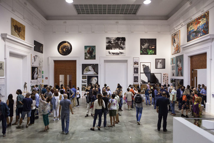 Visitantes en la exposición Valencia Capital Animal. Imagen cortesía del Centre del Carme.