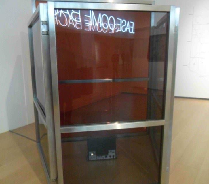 Obra de Elisabetta Benassi en la exposición 'Please, come back. ¿El mundo como prisión?' del IVAM.