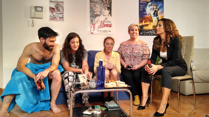 Jorge de Guillae, Marina Gutiérrez, María Albiñana, Patricia Teruel y Nuria López, en una imagen de la webserie ¡Tócate! Imagen cortesía de la dirección.