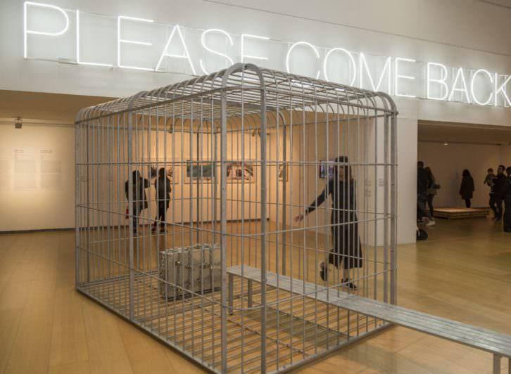 Vista de la exposición 'Please, come back. ¿El mundo como prisión?' Imagen cortesía del IVAM.