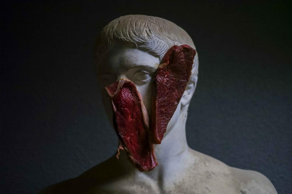 Imagen de la obra 'La Carne Orgullosa', de Picotres, que forma parte de la nómina de artistas de la galería Rizoma. Fotografía cortesía de Hybrid Art Fair.