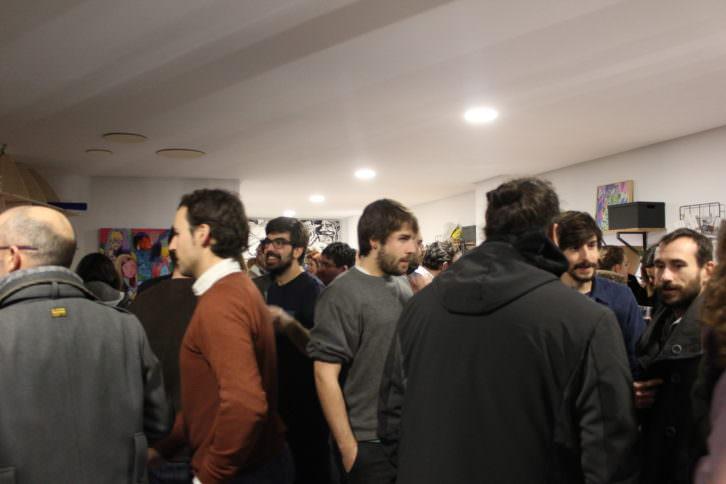 Ambiente durante la inauguración de Espacio Lateral. Fotografía: Néstor Navarro.