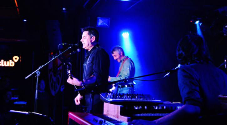Lapido, durante su actuación en la Sala Loco Club. Fotografía: Lorena Riestra.