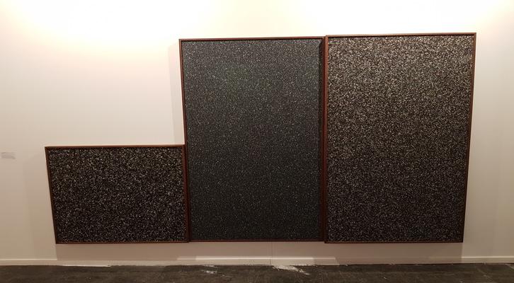 «Sin Título». Irma Álvarez-Laviada, 2018. Tabla con partícules de Poliuretano, madera de mansònia y cristal de museu. 200 x 100/ 200 x 100/ 100 x 100 cm