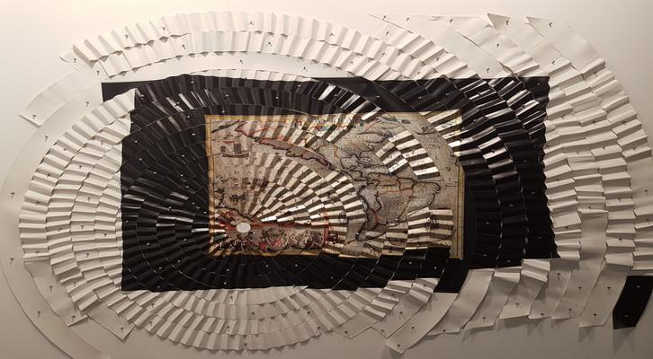 «América». Miguel Ángel Ríos, 1996. Fotografía sobre papel metálico laminado, montado con nchinchetas sobre lienzo plegado. 195 x 270 cm