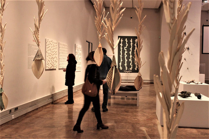 Vista de la exposición 'Ceràmica en mans de dona'. Imagen cortesía de La Nau.