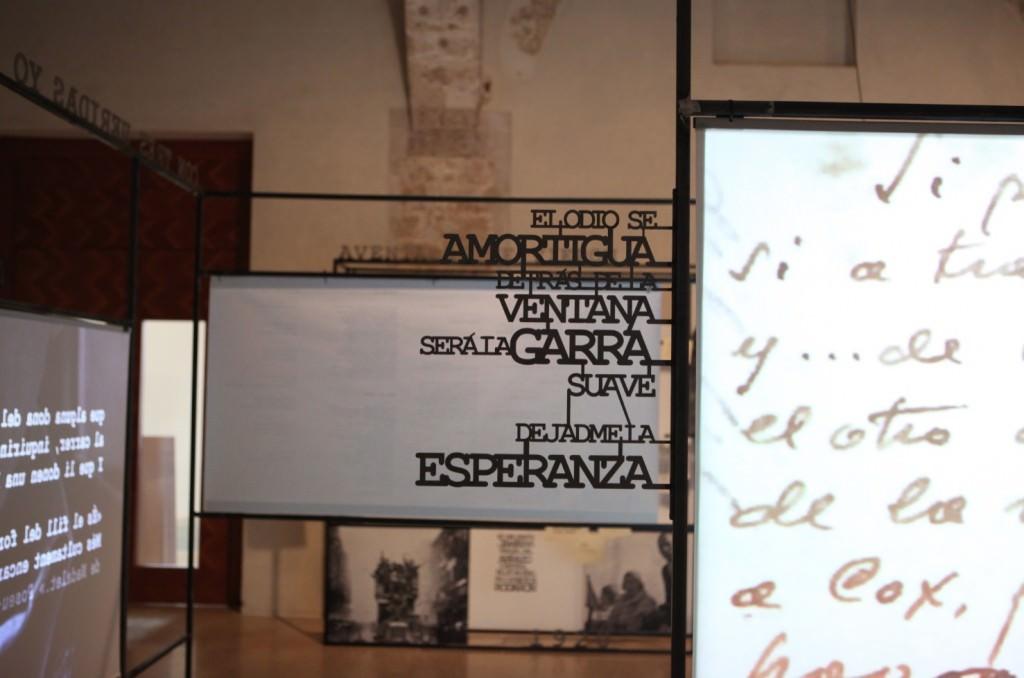 Vista de la exposición sobre Miguel Hernández y Vicent Andrés Estellés. Imagen cortesía del Centre del Carme.