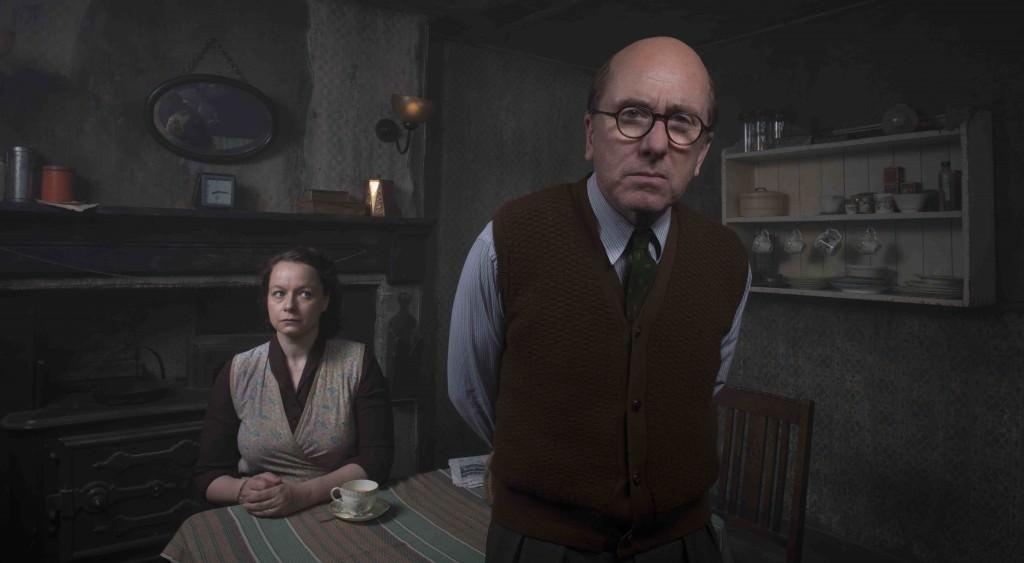 Ethel (Samantha Morton) y John Crhistie (Tim Roth) durante una secuencia de 'El estrangulador de Rillington Place'. Fotografía cortesía de Filmin.