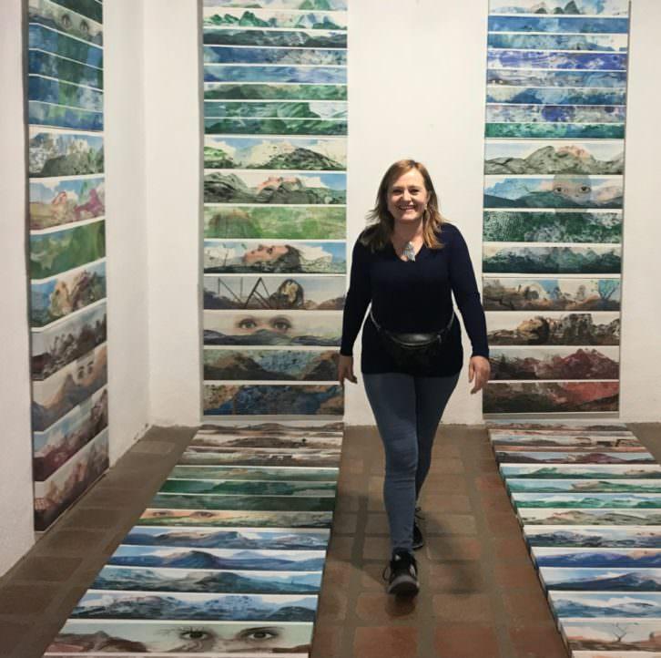 Victoria Cano en su exposición 'La huella de los sentidos'. Imagen cortesía de la autora.