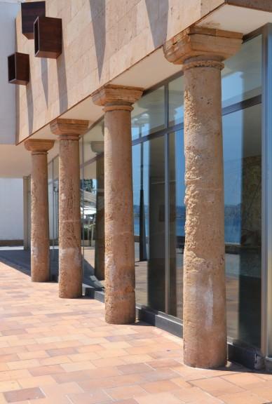 Columnas de la Casa del Cable, Jávea. Imagen cortesía ART XÀBIA.