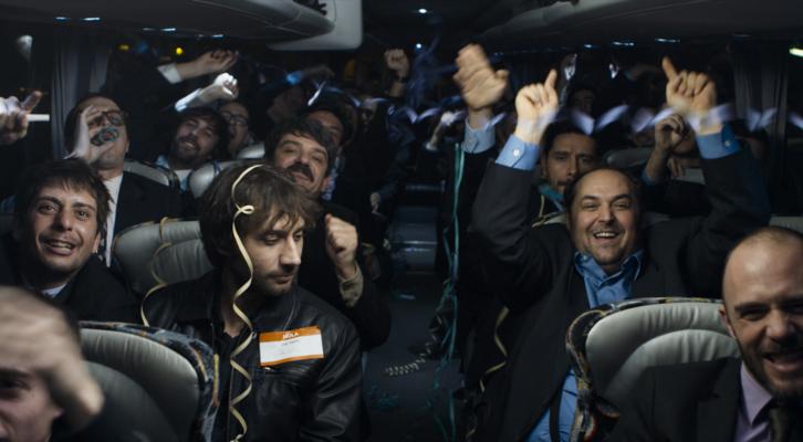 """Jordi Vilches, Raúl Fernández de Pablo, Fele Martínez, Albert Ribalta y Juanma Cifuentes en el trayecto deuna de las escapadas de """"Club""""."""
