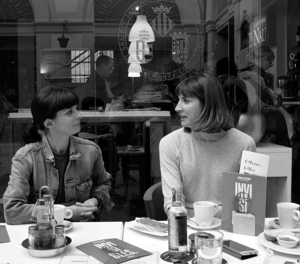 Inma García y Mertixell Barberá, directoras del Festival 10 Sentidos, durante los #DesayunosMakma en la Cafetería La Nau. Fotografía: Merche Medina.
