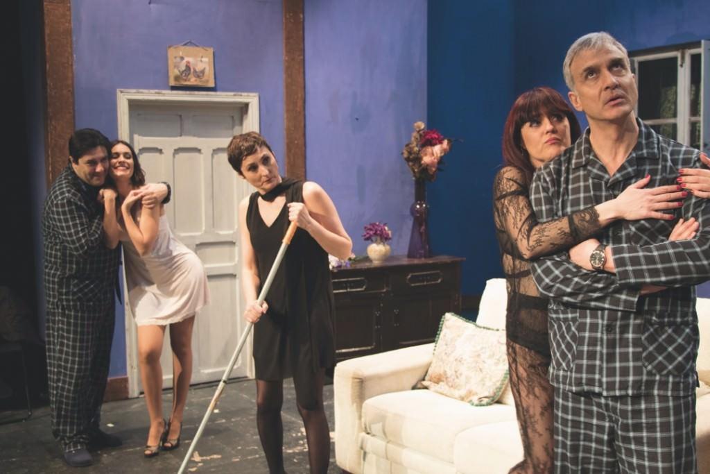 Escena de 'No te vistas para cenar'. Imagen cortesía de Teatro Flumen.