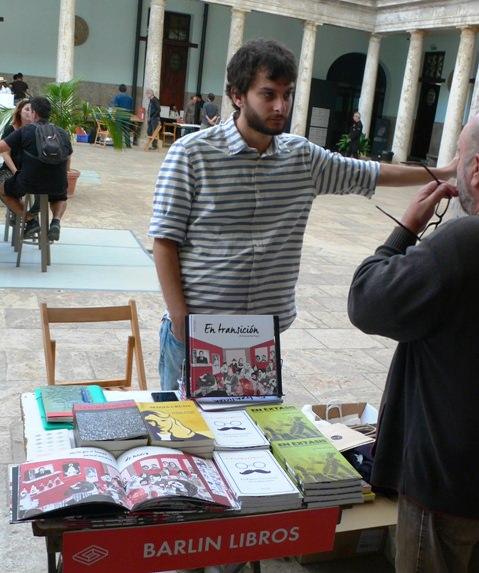 Algunos de los Stands del Festival del libro Sindokma 2017. Barlin Libros. Fotografía de archivo, Vicente Chambó.
