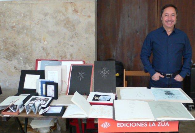 Algunos de los Stands del Festival del libro Sindokma. La Zua. Fotografía de archivo, Vicente Chambó.