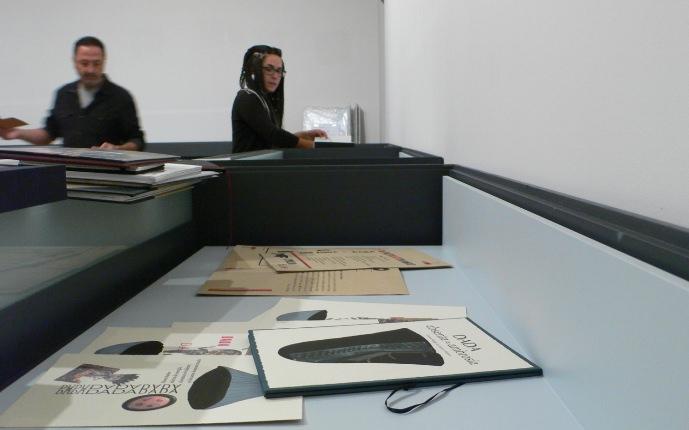 Imagen del montaje de la exposición Tipografía y Dadá libros de la pasada edición de SINDOKMA 2017. Fotografía, archivo Vicente Chambó