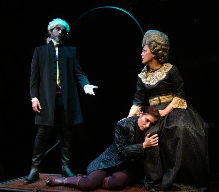 Escena de '1789, en un universo paralelo', de Hadi Kurich. Imagen cortesía del Teatre Rialto.