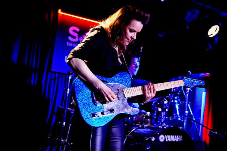 Erja, durante el concierto en la Sala Loco Club de Valencia. Foto: Lorena Riestra.