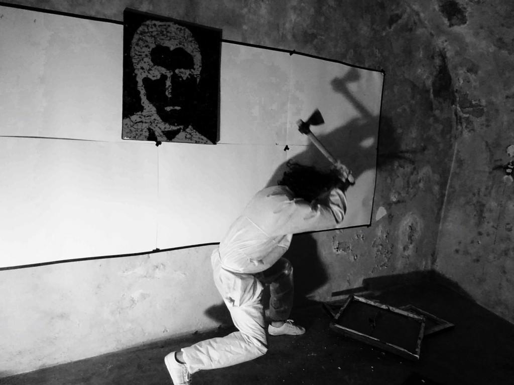 Imagen de una de las acciones de Endika Basaren. Fotografía cortesía del artista.