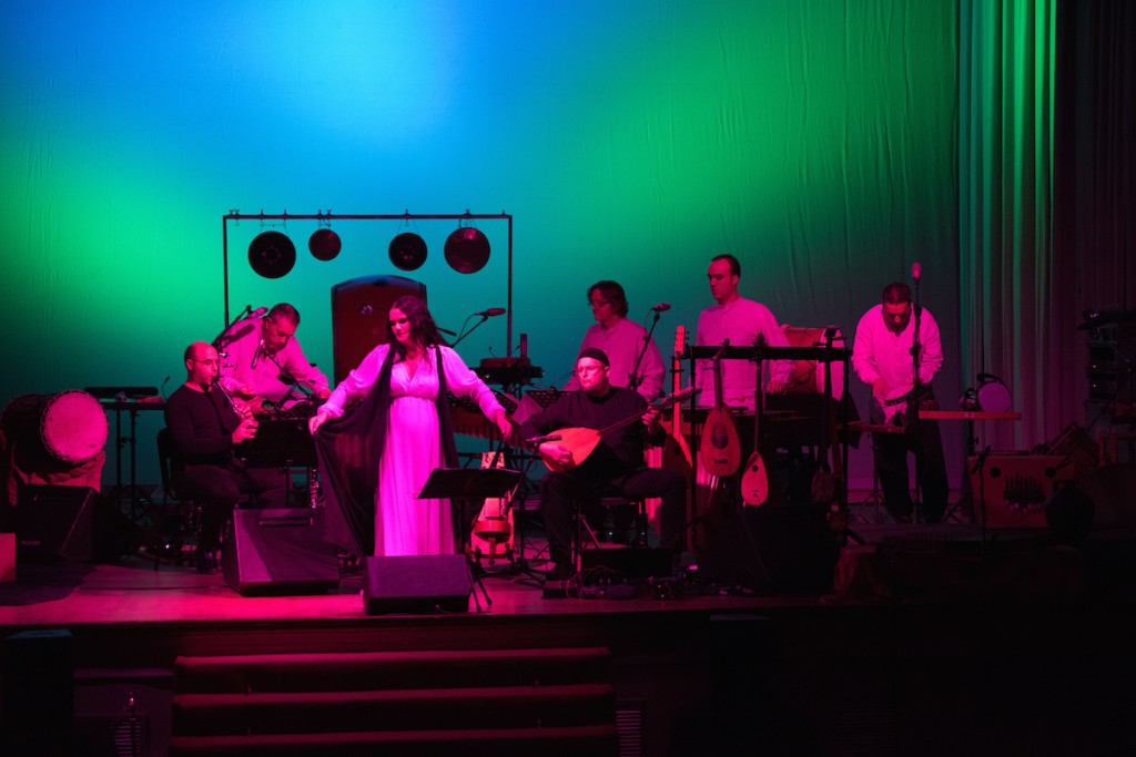 Kontakte y Mara Aranda en el Festival Serenates. Imagen cortesía de La Nau.