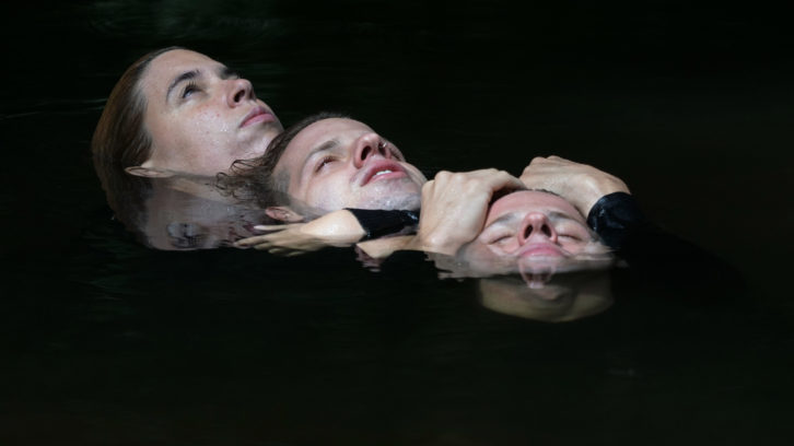 Fotografía de los tres actores de la obra: Belén de Bouzas, Francisco y Diego Martínez. Imagen cortesía de la compañía Prácido Domingo