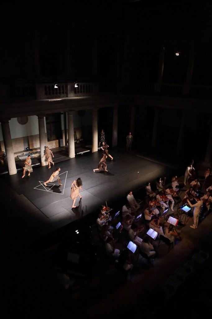 La Orquestra Filarmónica de la Universitat de València y el Grup Dansa en el Festival Serenates. Imagen cortesía de La Nau.