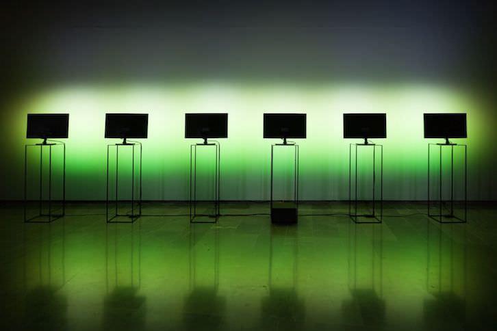 'Spectrum Screensaver', instalación Inma Femenía dentro de la exposición 'Art Contemporani de la Generalitat Valenciana/ Primers Moments'. Imagen cortesía del Centre del Carme.
