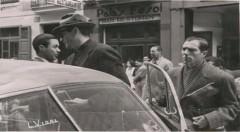 Fotografía de Gregory Peck saliendo del Palace Fesol, año 1953. del Periódico Lanza. Fotografía realizada por L. Vida y cedida por  Francisco Sanmiguel.