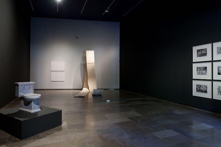 Sala Carlos Pérez, donde se pueden ver las obras de Xavier Monsalvatje, Moisés Mañas y Ernesto Casero. Imagen cortesía del Centre del Carme.