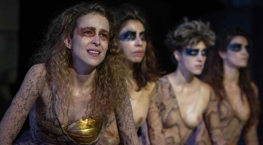 La actriz Silvia Abascal protagoniza 'Las amazonas', de Magüi Mira. Fotografía cortesía de Sagunt a Escena.