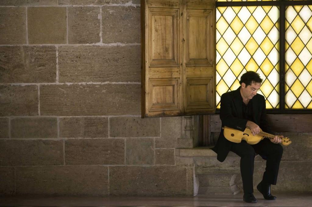 Carles Magraner encabeza la formación musical de Capella de Ministrers. Fotografía cortesía de Música en Sant Jeroni.