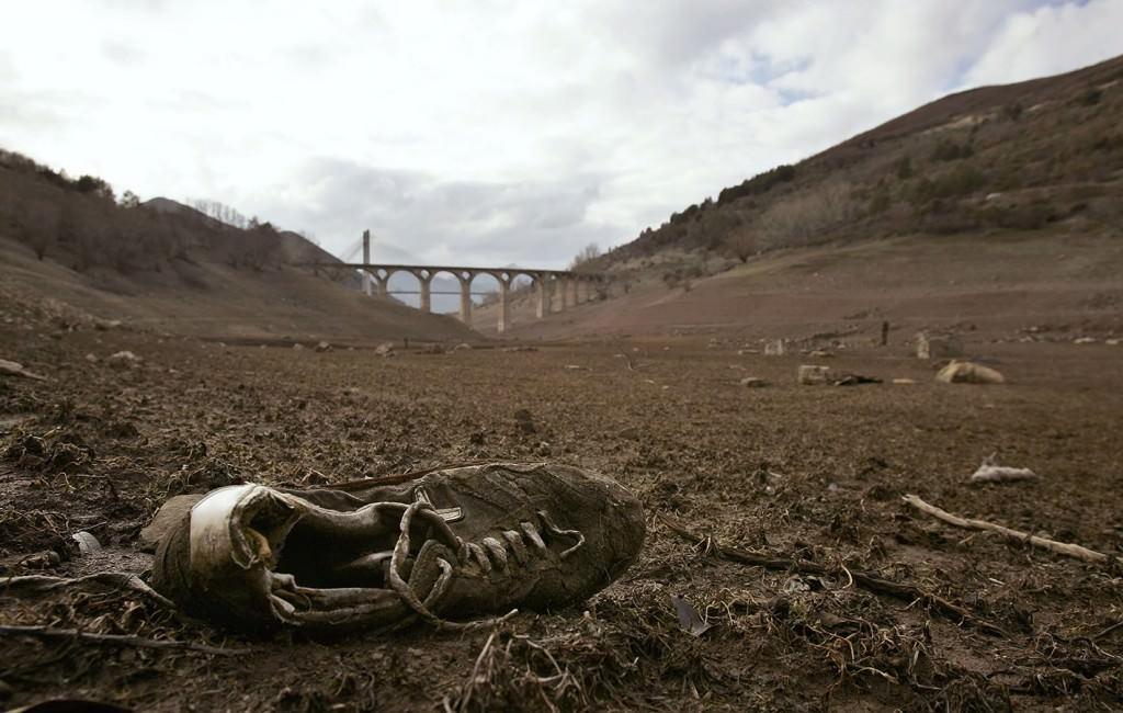 Imagen de la obra 'España, camino de ser un gran desierto', de Eloy Alonso. Fotografía cortesía de Las Naves.
