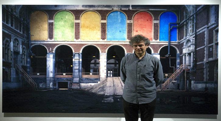Imagen de.José Manuel Ballester, Premio Nacional en Fotografía, en la inauguración 'Bosques de luz'  en la Fundación Bancaja. Imagen de Irene Marsi.