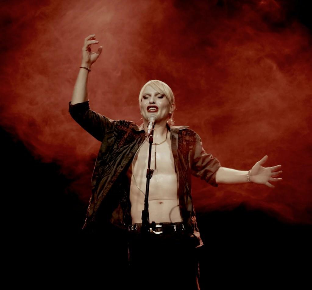 El performer búlgaro Ivo Dimchev. Imagen cortesía de La Mutant.