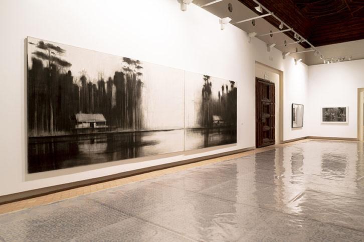 Imagen de algunas de las obras de la serie 'Amazonas', que forman parte de la exposición 'De Viajes (2008-2018)'. Fotografía: Salva Álvaro Nebot.
