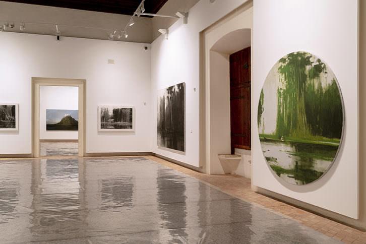 Imagen de algunas de las obras que forman parte de la exposición 'De Viajes (2008-2018)'. Fotografía: Salva Álvaro Nebot.