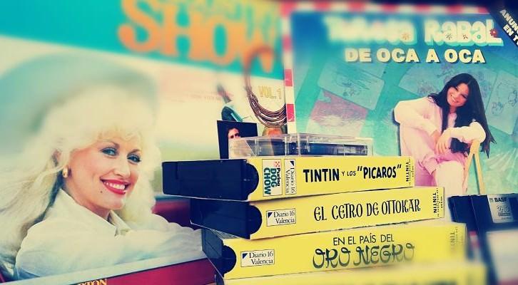 """""""Vinilos de Dolly Parton y Teresa Rabal, dos disquetes, cuatro cintas y un cassette"""". Fotografía de Andrés Herraiz."""