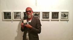 El artista Nando Ros durante un instante de la entrevista con motivo de la exposición 'Ben Davant'. Fotografía: Marisa Giménez Soler.